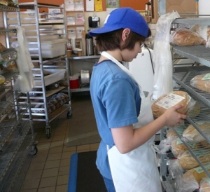 Shelving bread